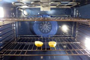 oven cleaning with lemon